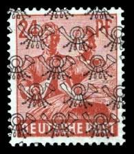 24 Pf Briefmarke: Freimarken II. Kontrollratsausgabe, Maurer und Bäuerin - mit sw. Bdr.-Aufdruck: Posthörnchen netzartig