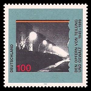 100 Pf Briefmarke: Den Opfern von Teilung und Gewalt