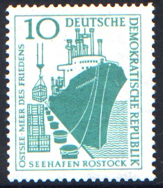 10 Pf Briefmarke: Seehafen Rostock