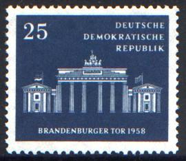 25 Pf Briefmarke: Brandenburger Tor 1958