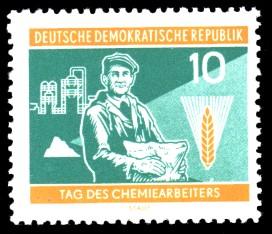 10 Pf Briefmarke: Tag des Chemiearbeiters
