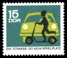 15 Pf Briefmarke: Straßenverkehr, kein Spielplatz
