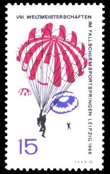 15 Pf Briefmarke: Fallschirmspringen