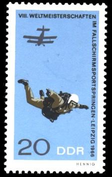 20 Pf Briefmarke: Fallschirmspringen