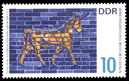 10 Pf Briefmarke: Vorderasiatisches Museum Berlin