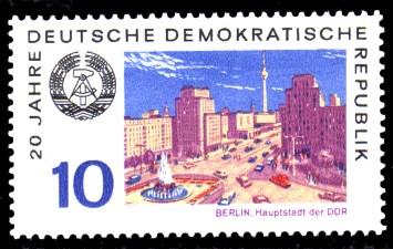 10 Pf Briefmarke: 20 Jahre DDR, Berlin