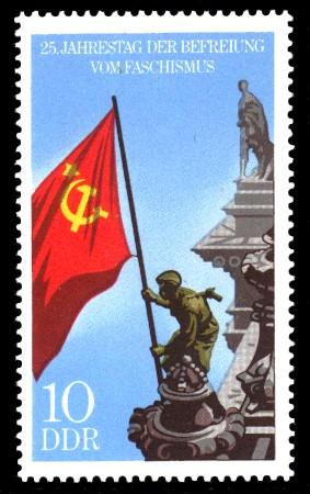10 Pf Briefmarke: 25 Jahre Befreiung vom Faschismus