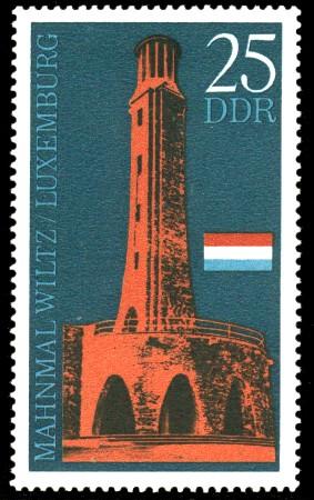 25 Pf Briefmarke: Internationales Mahnmal Wiltz / Luxemburg