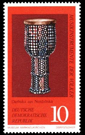 10 Pf Briefmarke: Musikinstrumente der Völker, Darbuka
