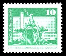 10 Pf Briefmarke: Sozialistischer Aufbau in der DDR, Berlin Rathausstraße