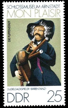 25 Pf Briefmarke: Mon plaisir, Schloßmuseum Arnstadt, Dudelsackspieler