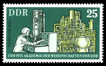 25 Pf Briefmarke: 275 Jahre Akademie der Wissenschaften der DDR, Chemiewerk