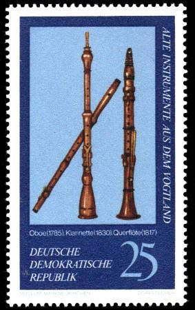 25 Pf Briefmarke: Alte Instrumente aus dem Vogtland, Oboe Klarinette Querflöte