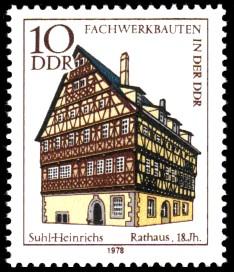 10 Pf Briefmarke: Fachwerkbauten in der DDR, Rathaus Suhl-Heinrichs