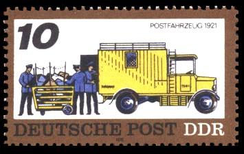 10 Pf Briefmarke: Posttransport früher und heute, Postfahrzeug 1921