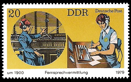20 Pf Briefmarke: Fernsprechvermittlung früher und heute