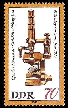 70 Pf Briefmarke: Optisches Museum der Carl-Zeiss-Stiftung Jena, Zeiss-Mikroskop