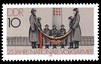 10 Pf Briefmarke: 25 Jahre NVA, Vereidigung