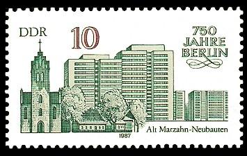 10 Pf Briefmarke: 750 Jahre Berlin, Alt-Marzahn u. Neubauten