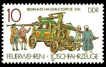10 Pf Briefmarke: Feuerwehren und Löschfahrzeuge, Bespannte Handdruckspritze