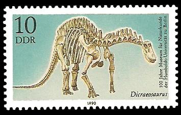 10 Pf Briefmarke: 100 Jahre Museum für Naturkunde, Dicraeosaurus