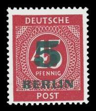 5 Pf, auf 45 Pf Briefmarke: Gemeinschaftsausgabe der alliierten Besetzung mit dunkelgrünem BERLIN und Wert-Aufdruck, Freimarke