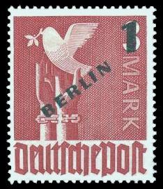 1 DM, auf 3 M Briefmarke: Gemeinschaftsausgabe der alliierten Besetzung mit dunkelgrünem BERLIN und Wert-Aufdruck, Freimarke