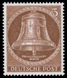 5 Pf Briefmarke: Freiheitsglocke, Klöppel mitte