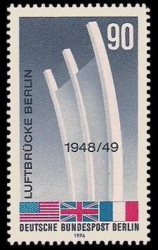 90 Pf Briefmarke: 25 Jahre Luftbrücke Berlin
